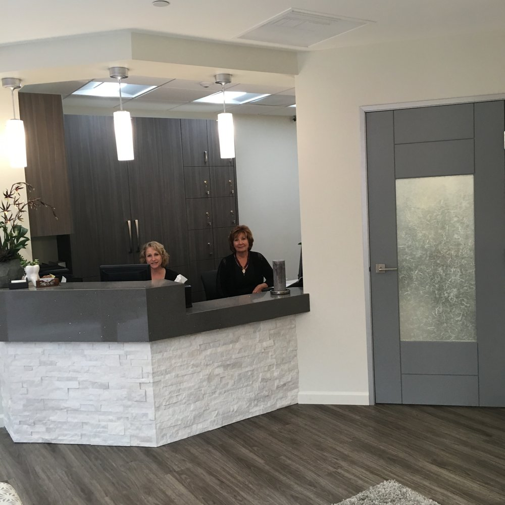 los-coches-dentistry-front-desk