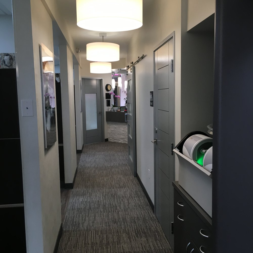 olos-coches-dentistry-hallway-2